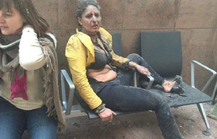Окровавленная женщина с фото в аэропорту Брюсселя оказалась стюардессой