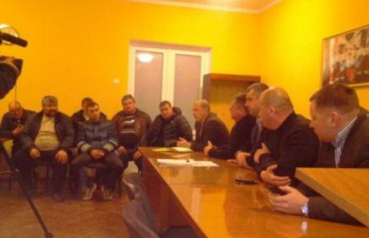 У Казанці на радощах з приводу ремонту дороги розблокували трасу Н-11
