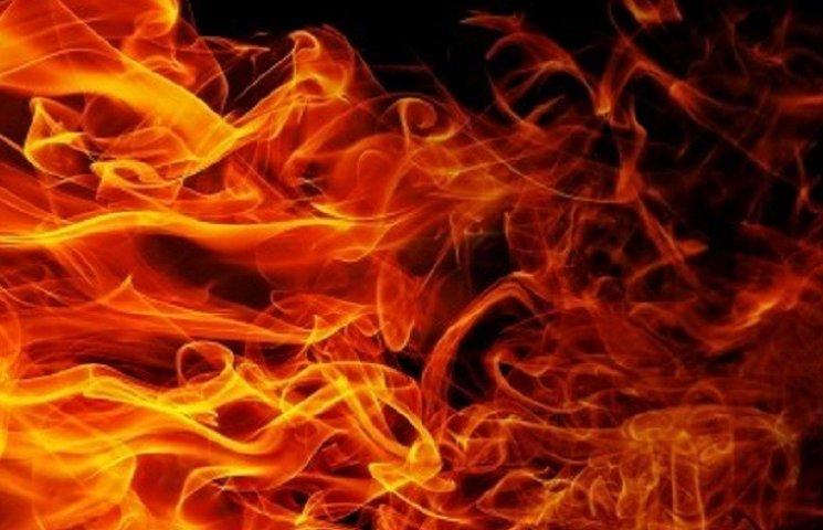 Житель Вільнянська врятував від пожежі будинок і автомобіль сусідів