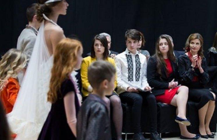 Марина Порошенко з дітьми відвідала модний показ