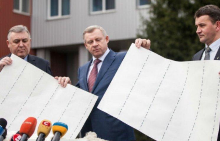Гривна подешевела: теперь банкноты будут делать из льна (ФОТО)