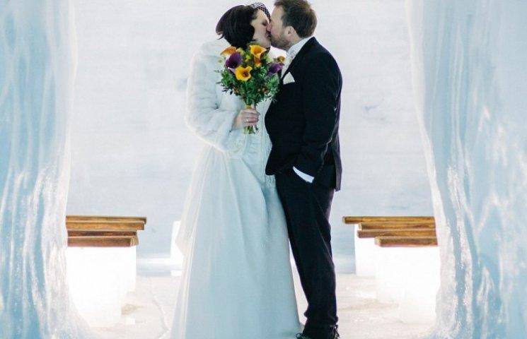 Як британці першими в світі одружилися всередині льодовика