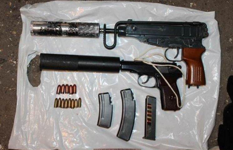 У вінничанина знайшли зброю, балаклави та вибухівку
