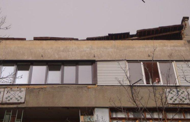 У центрі окупованого Сімферополя від вітру обвалився дах п