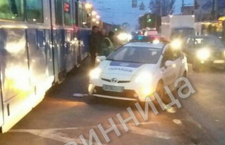 У Вінниці автівка патрульних врізалась в трамвай