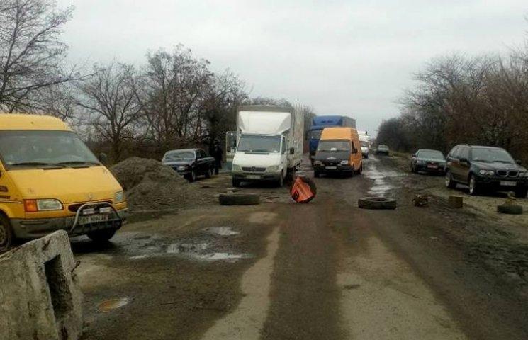 Миколаївські страйкарі повністю перекрили трасу на Дніпропетровськ