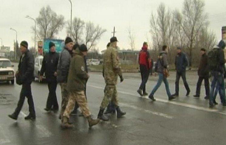 На Дніпропетровщині активісти перекрили трасу на Донбас