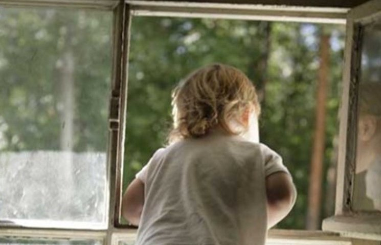 """""""Дитина у кімнаті - закрий вікно"""": миколаївські матусі розпочали флешмоб"""