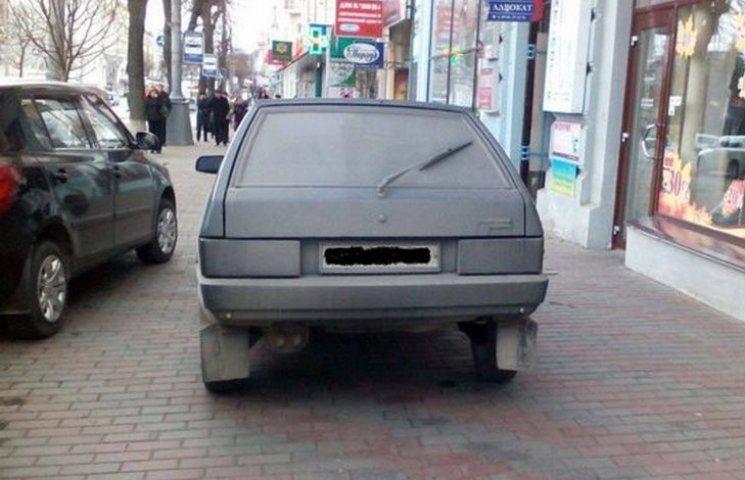Патрульні виписали штраф горе-паркувальнику
