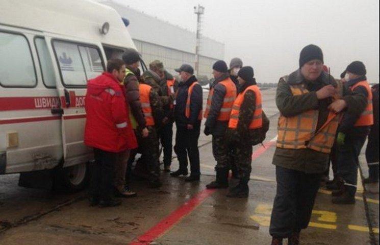 У Дніпропетровськ гелікоптерами доправили вісьмох поранених з АТО