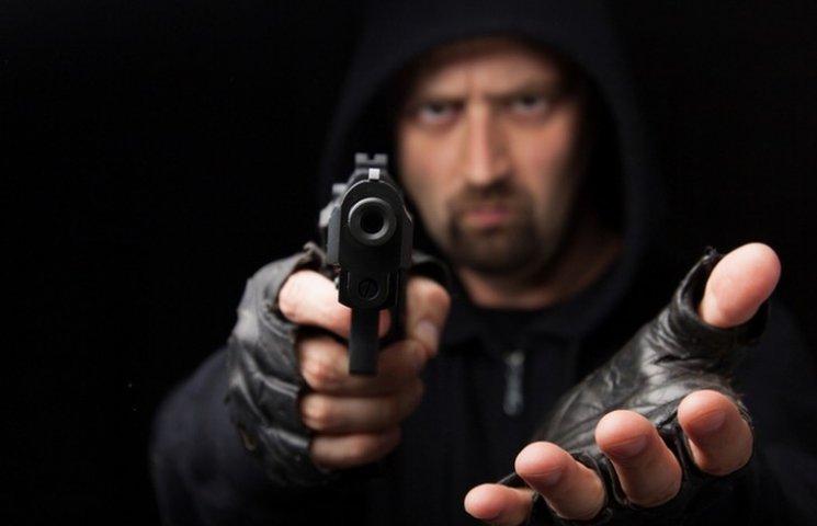 У Вінниці банда з пістолетами грабувала студентів