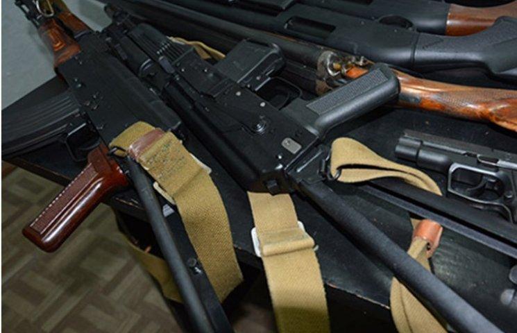 """Наркотики, зброя та самогон - правоохоронці """"завітали"""" до миколаївських """"Ялт"""""""