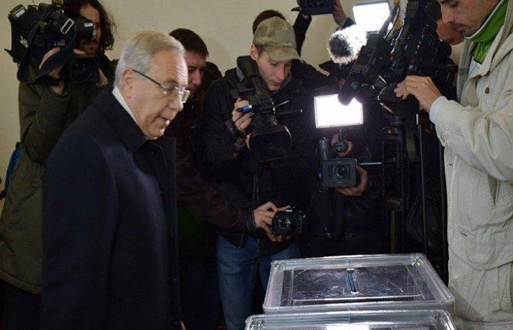 У Кривому Розі на перевиборах мера Вілкулу не дали проголосувати першим