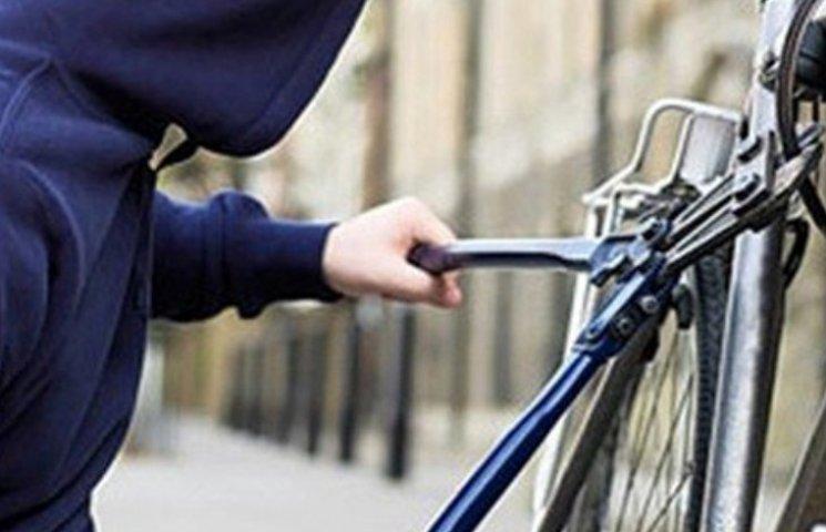Миколаївець залишився без велосипеду, поки був у магазині