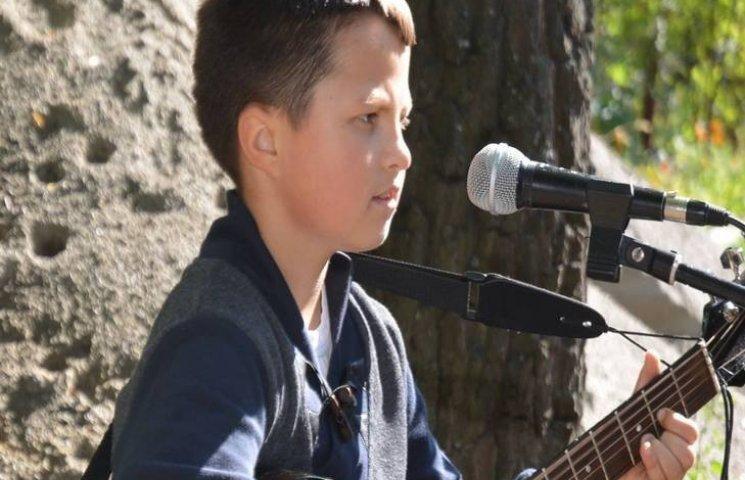 Відомі українські гурти співатимуть для порятунку юного волонтера з Хмельниччини