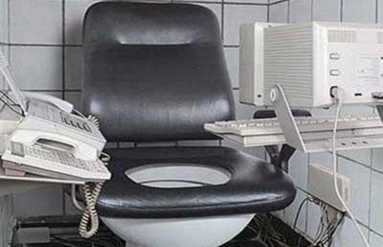 Мер Тернополя Надал зробить офіси в громадському туалеті
