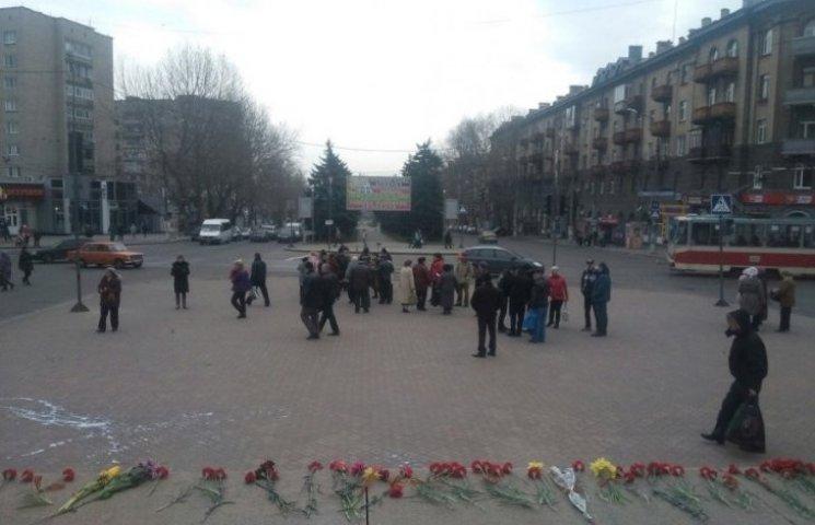 У Миколаєві невідомі в масках напали на мітинг комуністів