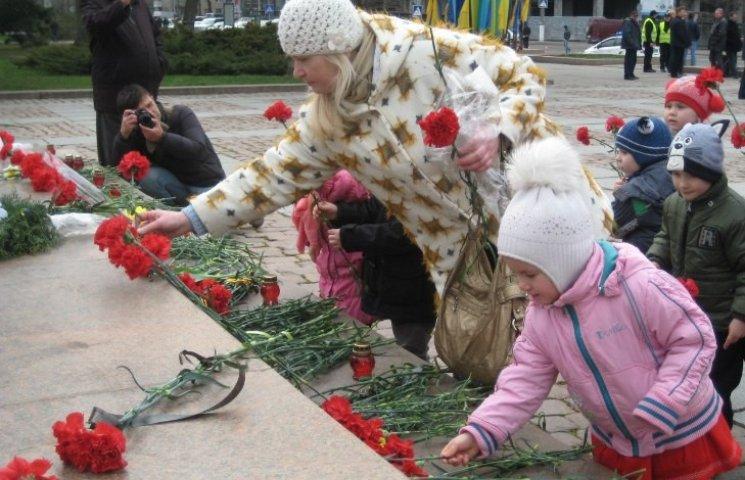День визволення Миколаєва на головній площі міста обійшовся без провокацій
