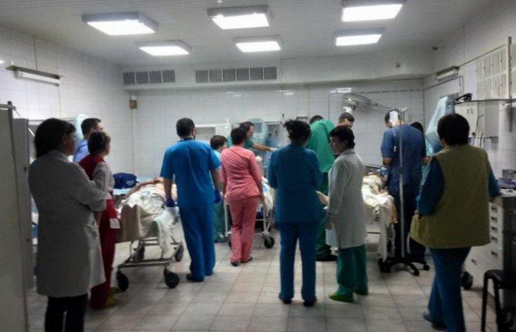 У Дніпропетровську рятують життя чотирьох бійців з розірваними кінцівками