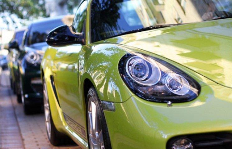 Податок на розкішні авто заплатили вісім тернополян