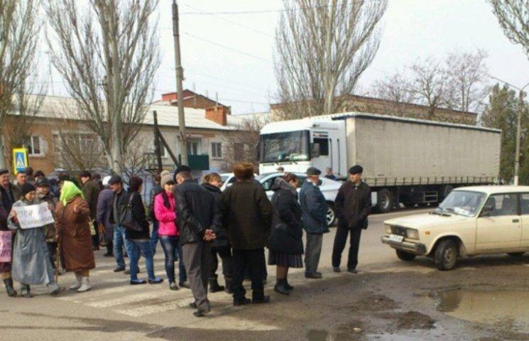 На Миколаївщині люди перекривали трасу, щоб відстояти власну землю