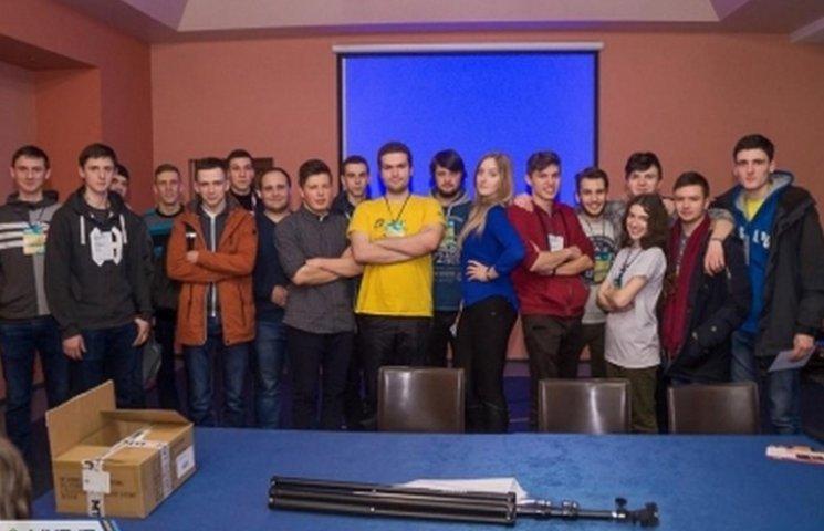 """Студенти вінницького політеху привезли два """"золота"""" з всеукраїнського хакатону"""