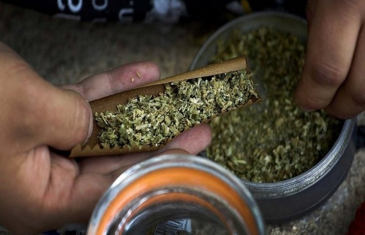 Півкілограма марихуани зберігав удома хмельничанин
