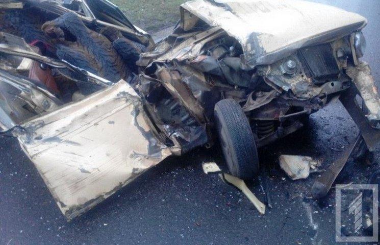 У Кривому Розі у ДТП машину розірвало на шматки: п