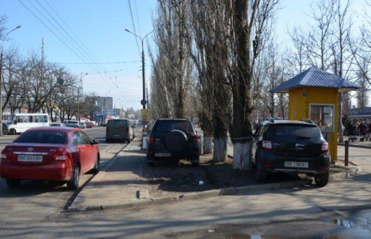 """У Миколаївській міськраді запевнили, що скандальна парковка на """"Колосі"""" працює законно"""