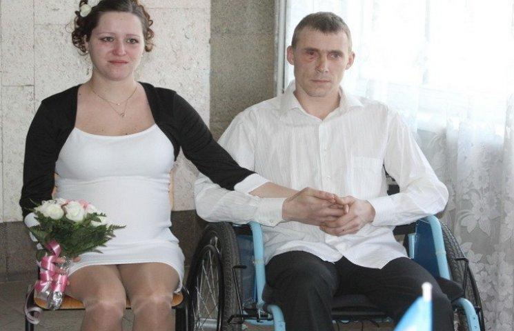 У Дніпропетровську поранений боєць одружився в лікарні