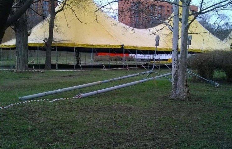 Цирк обіцяє прибрати за собою пошкодження у дніпропетровському парк