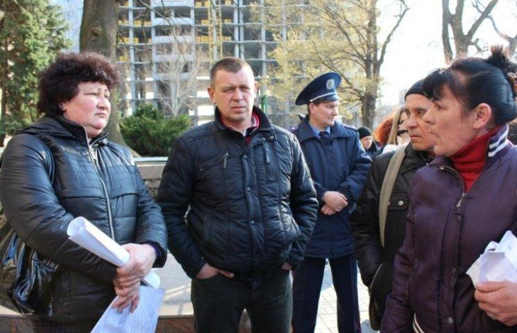 Під час пікету суднобудівників під Миколаївською ОДА ледь не дійшло до штовханини