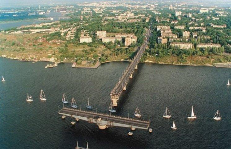 Миколаївська влада хоче звільнити мости від вантажівок
