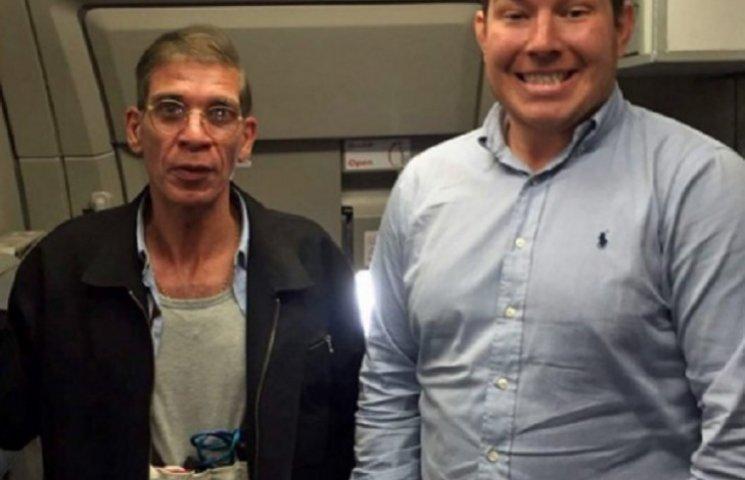Британець зробив селфі з викрадачем єгипетського літака