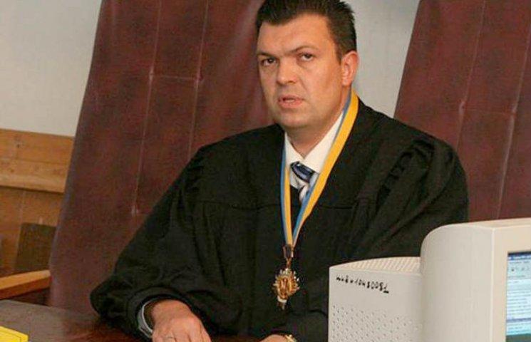Харківського суддю-хабарника із портретом Януковича судитимуть на Полтавщині