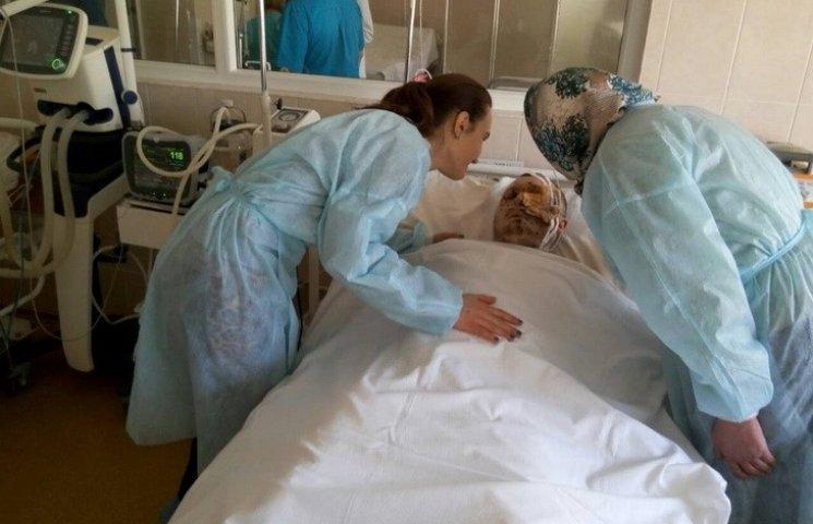 У Дніпропетровську рятують офіцера, який втратив зір і стопу