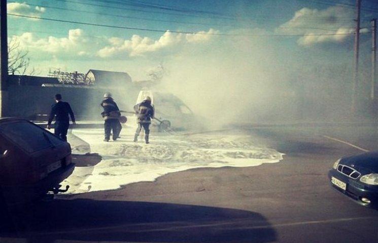У Вінниці посеред дороги спалахнув автомобіль