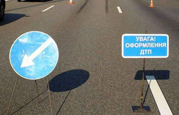 В Мелітополі водій Ланоса протаранив маршрутку і втік з місця ДТП
