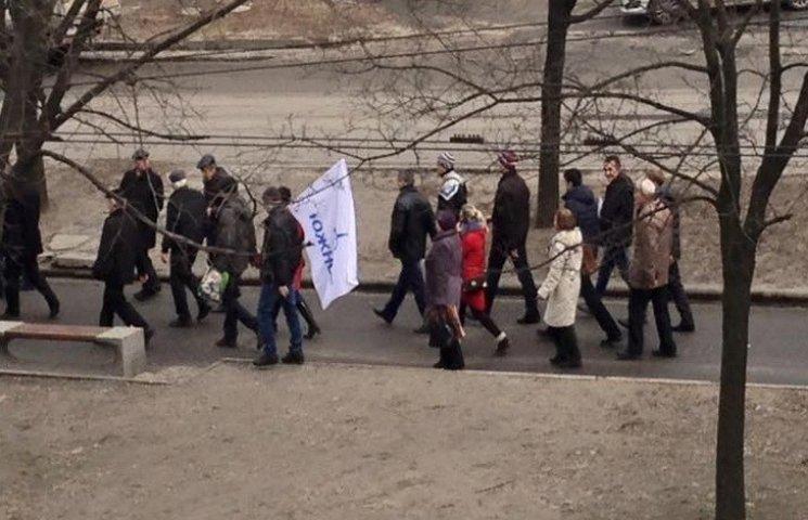 """Працівники КБ """"Південне"""" мітингують під вікнами губернатора"""
