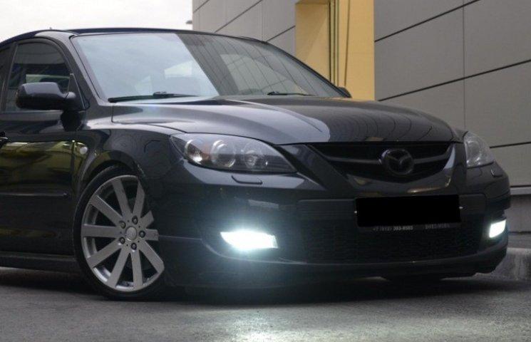У Миколаєві чоловік посадив автокрадіїв за кермо своєї Mazda