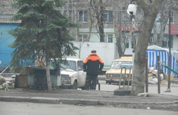 """У Миколаєві продовжує працювати """"демонтована"""" незаконна стоянка"""