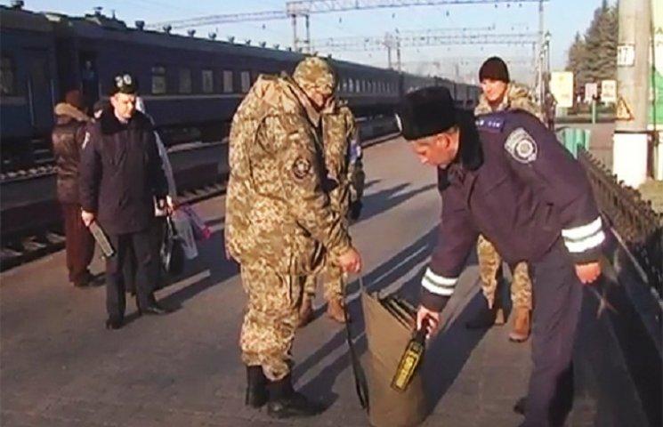 Стражі порядку тримають під контролем потяги з АТО