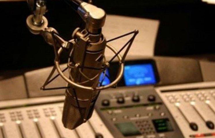 Как на американские деньги в обход Стеця в зоне АТО запускают военное радио