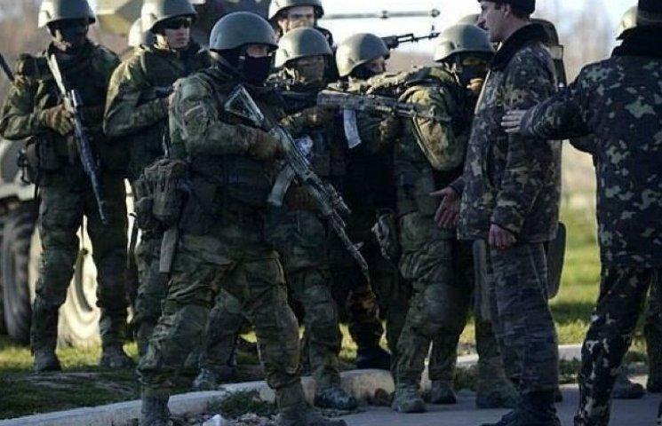 Хроніки окупації Криму: росіяни пішли на штурм, журналістам ламають ребра