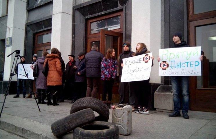 У центрі Тернополя знову шини і протест