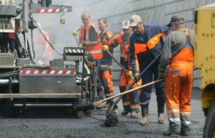 """У Хмельницькому """"підкинуть"""" майже 100 мільйонів гривень на ремонт доріг"""