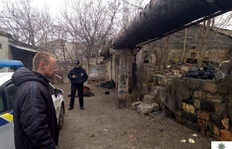 У Миколаєві крадій вивозив на тачці вугілля із залізниці