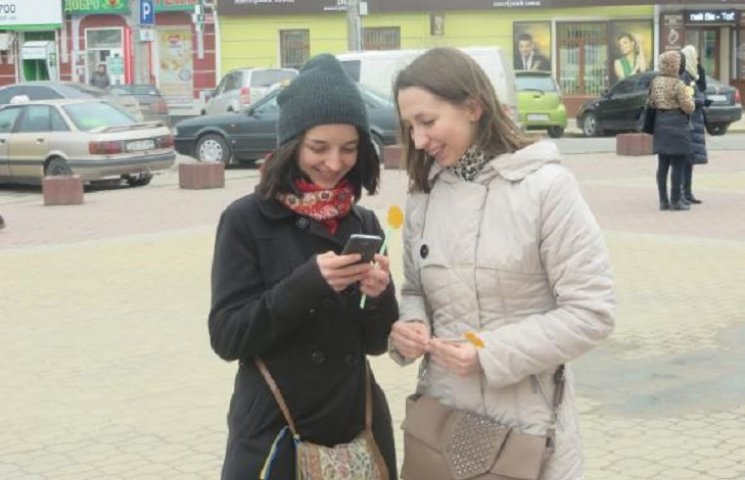 """""""З любов'ю та миром"""" віталі жінок у Хмельницькому"""
