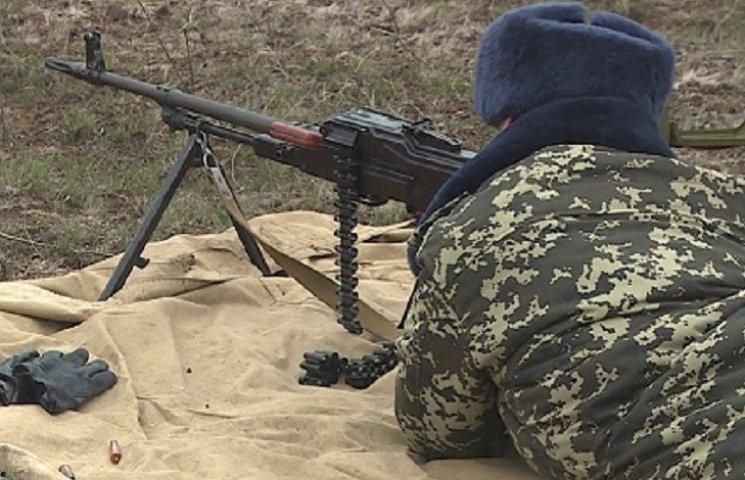 На Запорожье пограничники устроили праздничные стрельбы для женщин