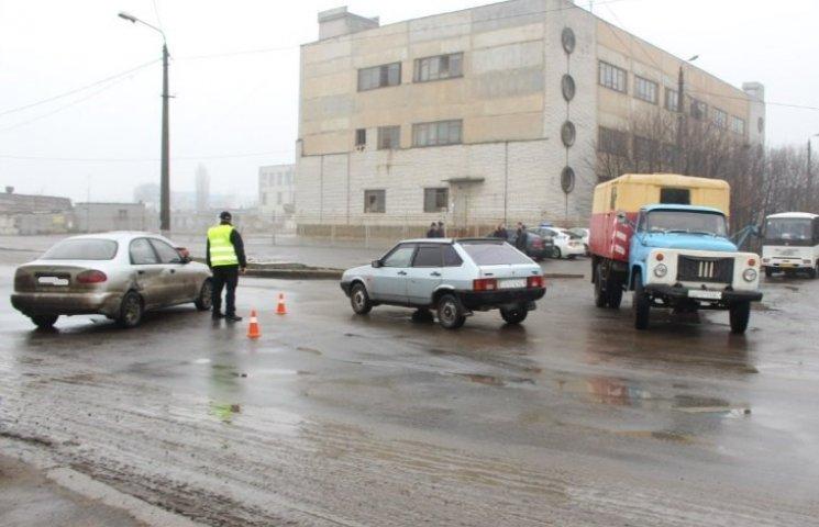 У Миколаєві машина водоканалу влетіла в Lanos